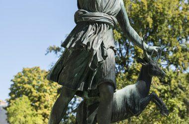Diane à la biche de Balthazar Keller au château de Fontainebleau